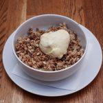 Apple Crumble cu Înghețată de Vanilie
